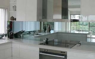 Зеркальные фартуки для кухни