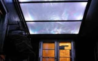Стеклянный потолок в дизайне интерьера
